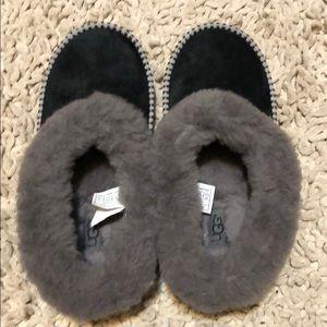 e62c79537 UGG Shoes | Wrin Sheepskin Collar Slippers Size 7 | Poshmark